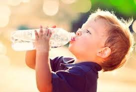 bere acqua nei bambini